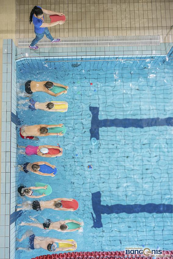 bangenis-vaiku-mokymas-plaukti-anyksciu-baseine