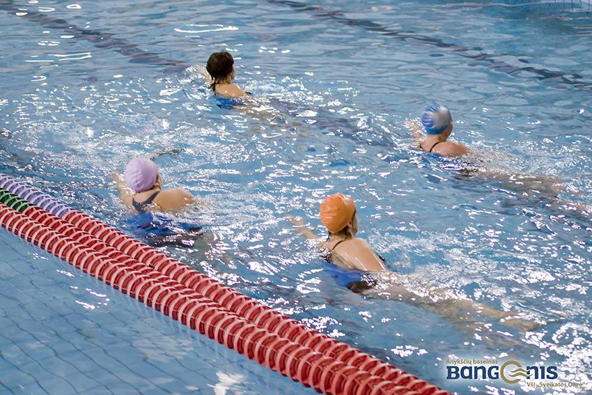 bangenis-vandens-aerobika