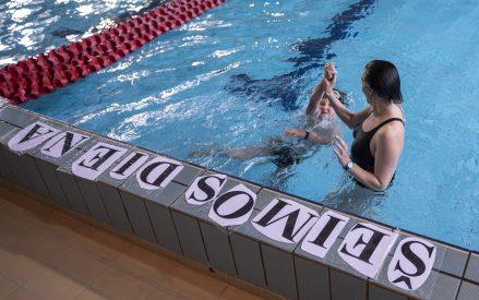"""Šeimos ir draugų estafečių plaukimo varžybos """"Šeimos diena-2020"""""""